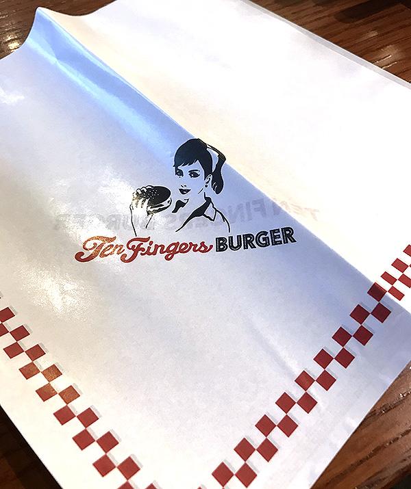 ハンバーガーを包む紙写真